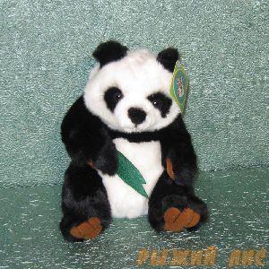 Панда с листочками бамбука