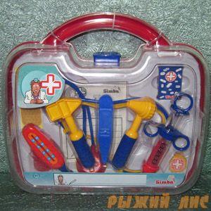 Докторские инструменты в чемоданчике