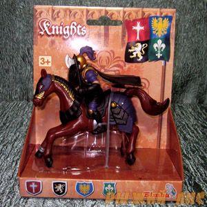 Черный рыцарь на коне. Вид №4.
