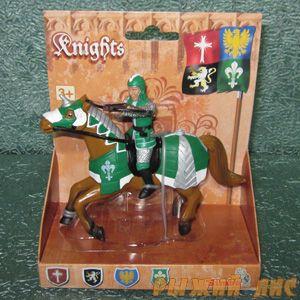 Зеленый рыцарь на коне. Вид №1.