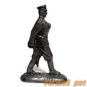 Русский офицер на марше ПМВ