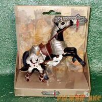 Белый рыцарь на коне. Вид№1.
