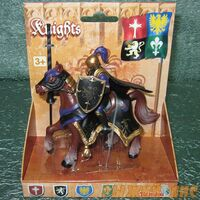 Черный рыцарь на коне. Вид №2.