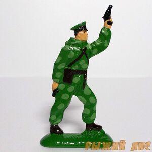 Советский Пограничник с ракетницей