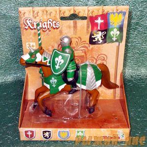 Зеленый рыцарь на коне. Вид №3.