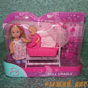 Кукла Еви с малышом в кроватке