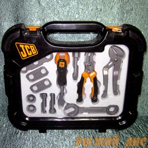 Набор инструментов в чемоданчике